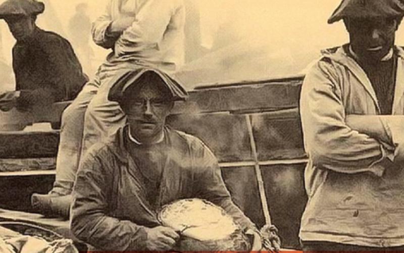 pêcheurs du début du 20ème siècle sur un forban