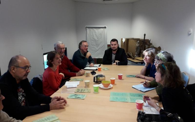 les membres de l'atelier participatif causerie bretonne échange en breton
