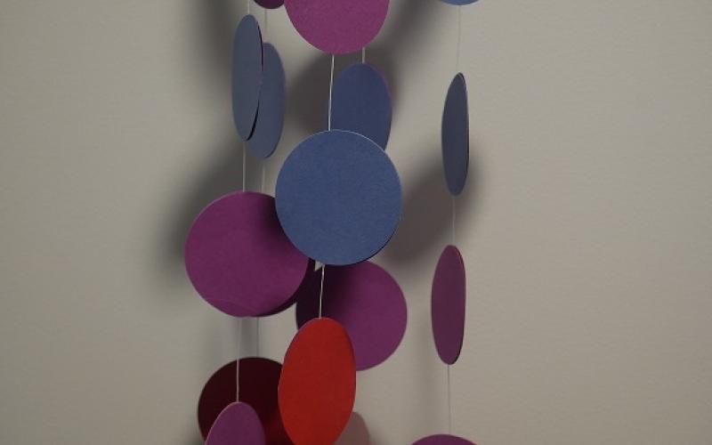 Mobile multicolore en papier